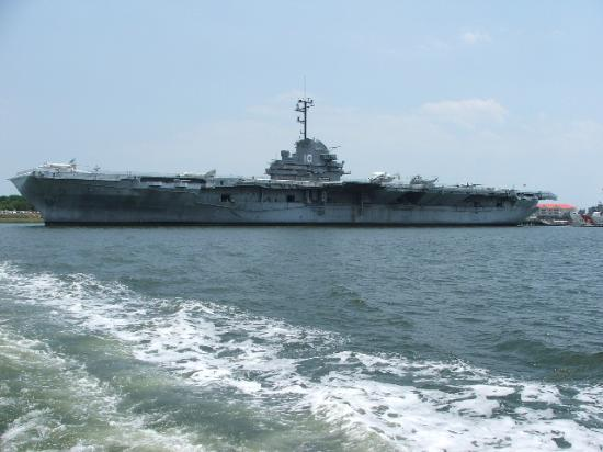 North Charleston, Güney Carolina: USS Yorktown from boat tour