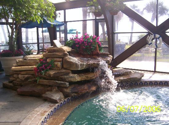 Sun Viking Lodge: Indoor pool with fountain