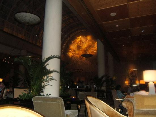 The Ritz-Carlton, Millenia Singapore: Chihuly Lounge
