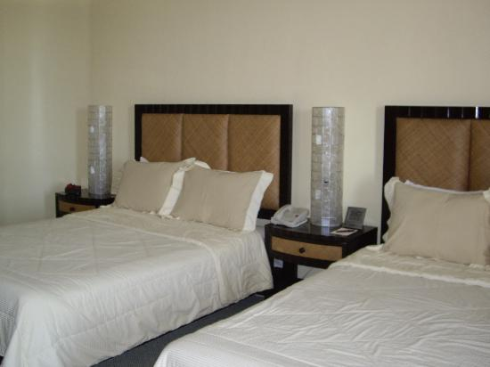 Thunderbird Resorts - Rizal: Superior Double Room