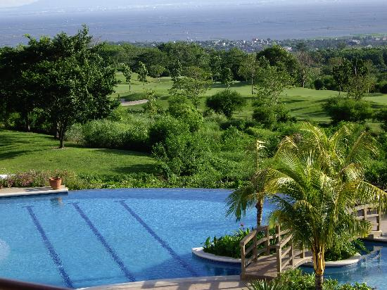 Thunderbird Resorts - Rizal: Infinity pool