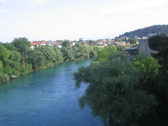 Hotel Podgorica: River view from restaurant terrace