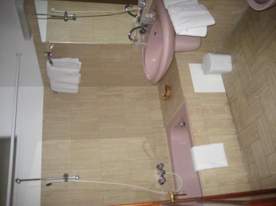 أستور أوتل ريزيدونس: bathroom