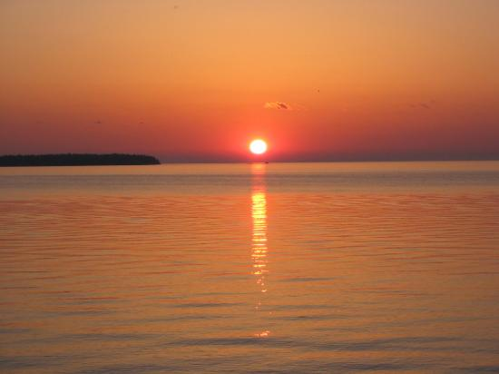 Bay Shore Inn: Sunset
