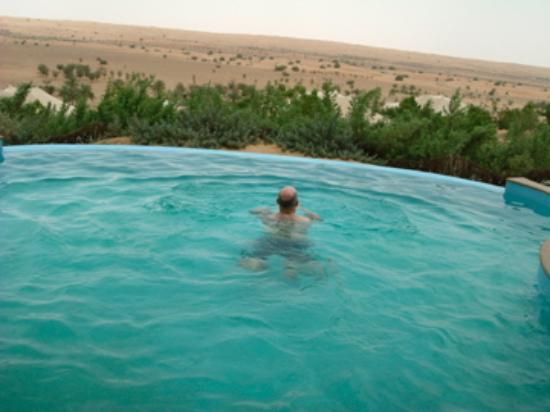 Al Maha, A Luxury Collection Desert Resort & Spa: Infinity pool meets desert view!