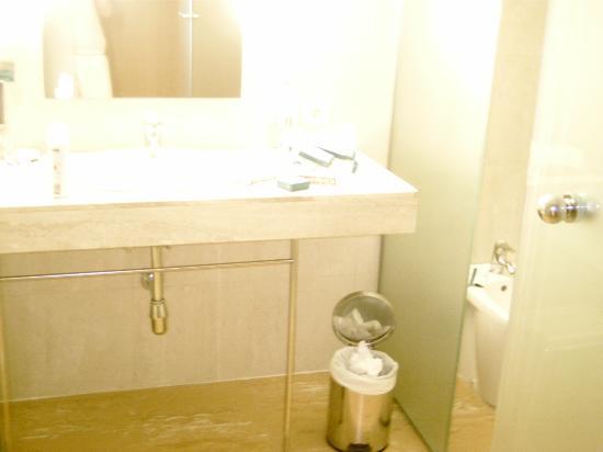 Hotel Levante Club & Spa: part of the bathroom