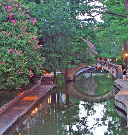 Drury Inn & Suites San Antonio Riverwalk: San Antonio River Walk