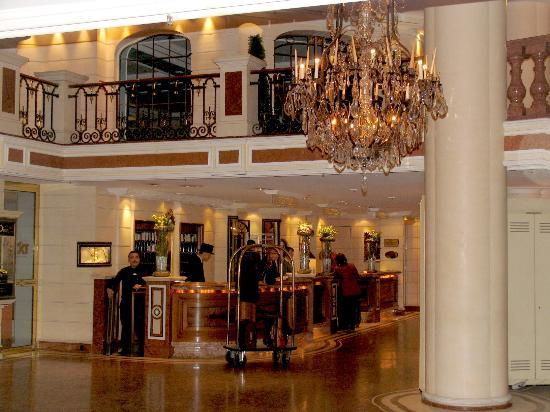 Bayerischer Hof Hotel: The Lobby