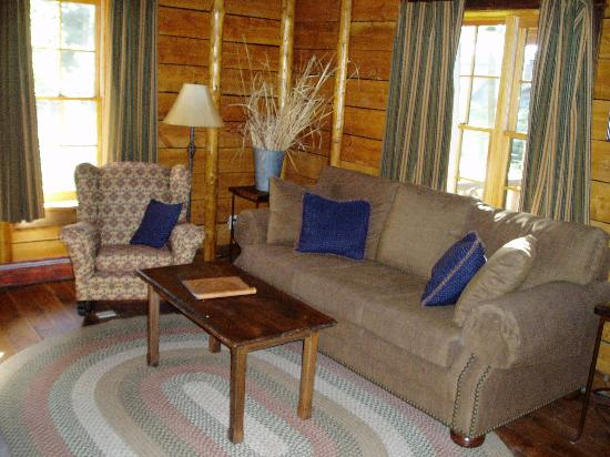 Mountain Sky Guest Ranch: Cabin Living Room