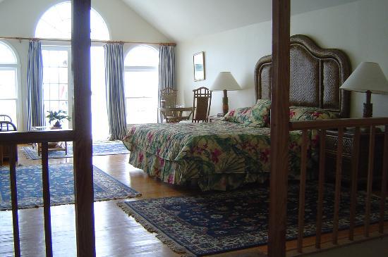 Bluff House Beach Resort & Marina: The bedroom