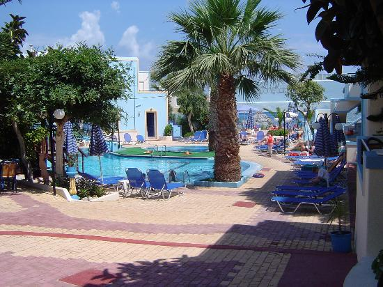 St. Constantin Hotel : The pool