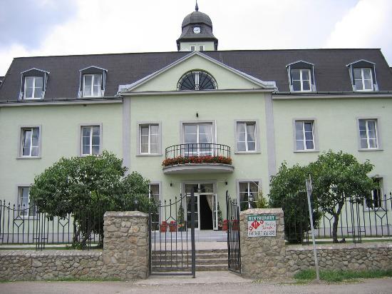Hotel AGATKA Bratislava: Kamila front