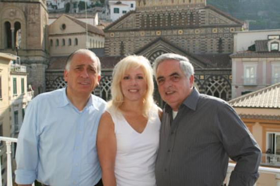 Hotel Centrale: Our hosts Gino and Giovani (with my wife) on the breakfast terrace