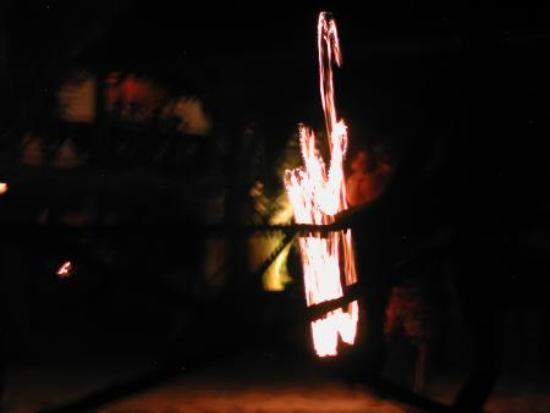 BuBu Long Beach Resort : Night entertainment at Bubu, fire show