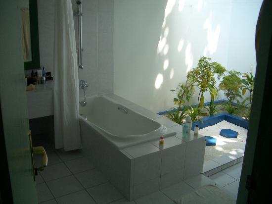 Lily Beach Resort & Spa: Bathroom