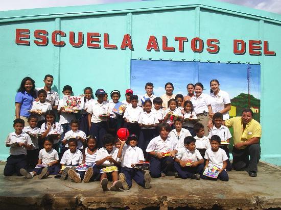 Allegro Papagayo: La escuela
