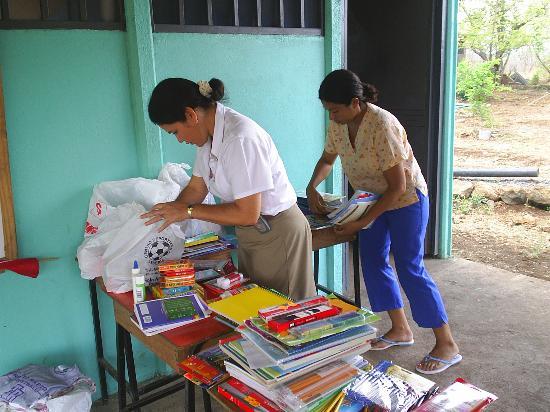 Allegro Papagayo: Your school supplies