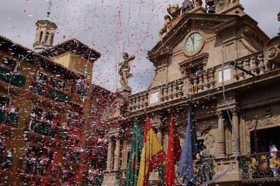 Pamplona, España: the rockets explode