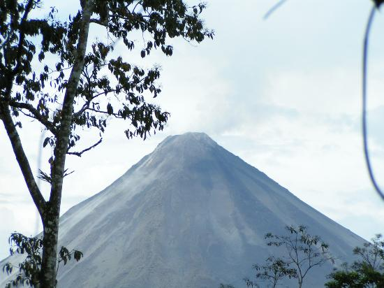 Lost Iguana Resort & Spa: View of Arenal from our suite