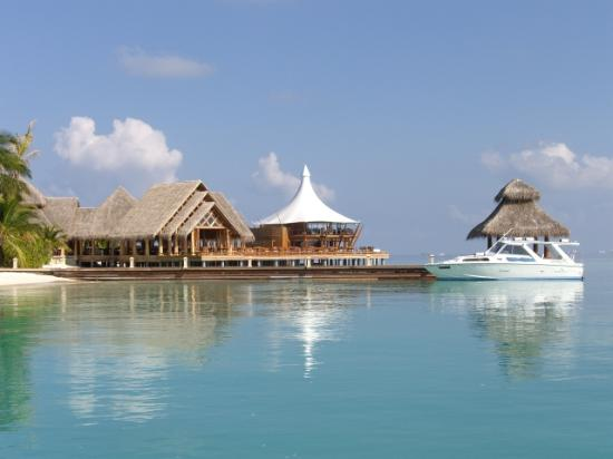 Baros Maldives: Restaurant from a boat