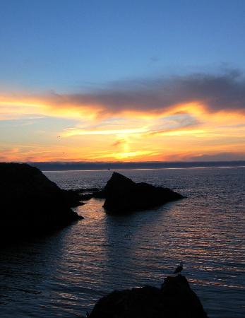 Sea Rock Inn: Sunset at Mendocino Headlands