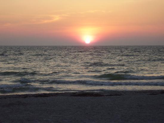 Gulfside Resorts: Indian Rocks Beach Sunset