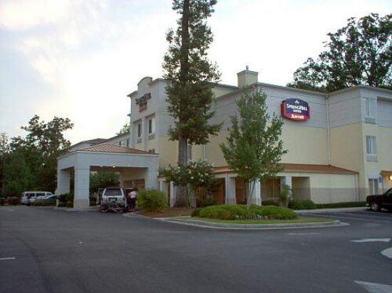 SpringHill Suites Savannah Midtown: Front of the hotel from the street