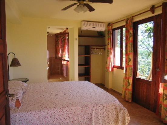 Villa Mango: the Tucan room