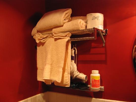 Alexander Inn: and fresh towels!
