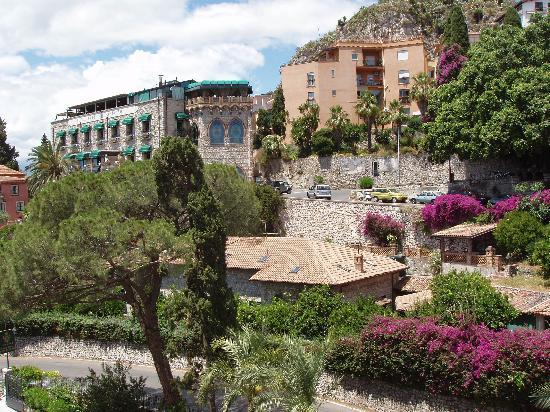 Hotel Villa Carlotta: View of Hotel & Surrounding Area
