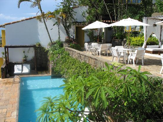 Casas Brancas Boutique Hotel & Spa: Pool and terrace