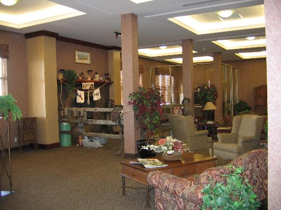 Holiday Inn Lethbridge: Lobby