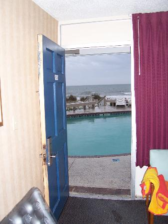 Mystic Sea Resort: View from oceanfront room