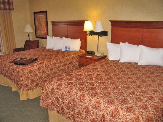 Hampton Inn Laramie : Room 333 two comfortable queen beds