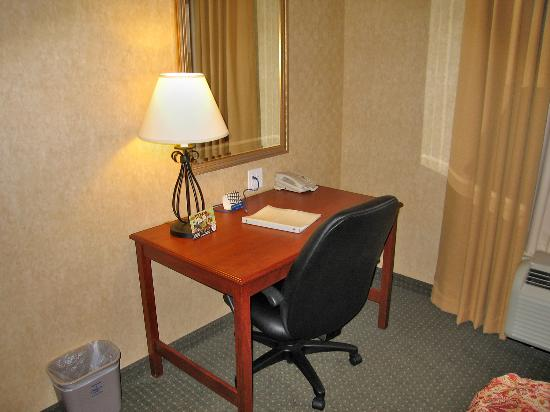 Hampton Inn Laramie: Room 333 work desk, office-style chair, and complimentary HS internet connection