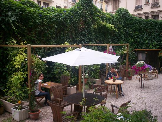 Nice Garden Hotel: The hotel garden