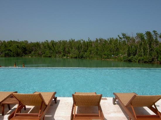 Fairmont Mayakoba: View from the cabanas at the adult pool