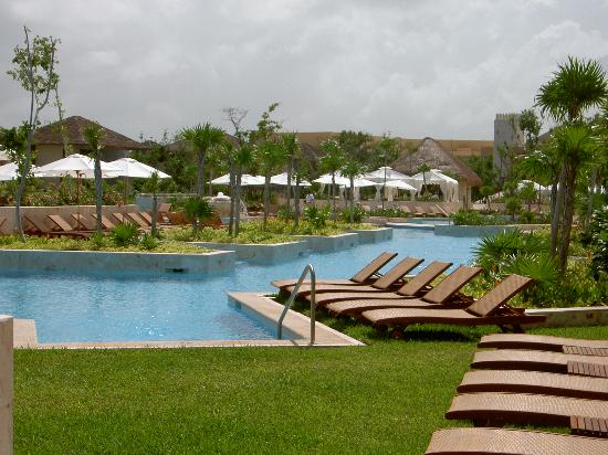 Fairmont Mayakoba: Main pool area