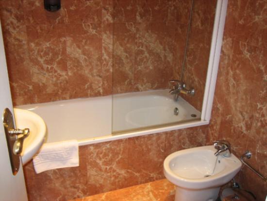 Hotel Gran Moron : Bath area