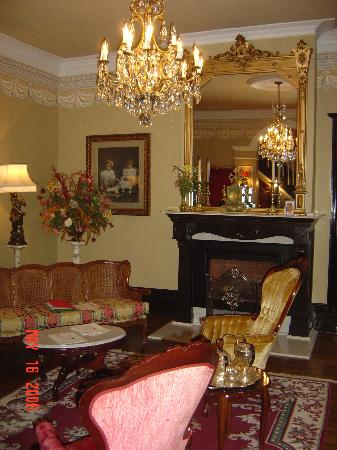 Hotel Le Clos Saint-Louis : Lobby with fireplace
