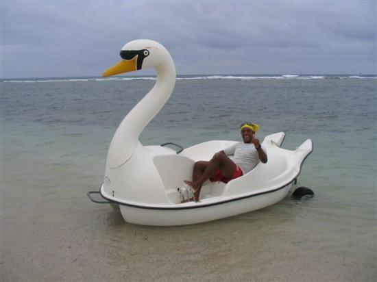 Club Amigo Carisol Los Corales: Frank (Nautical) bringing in Swan Peddle Boat.