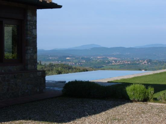 Agriturismo Le Macie: View with pool