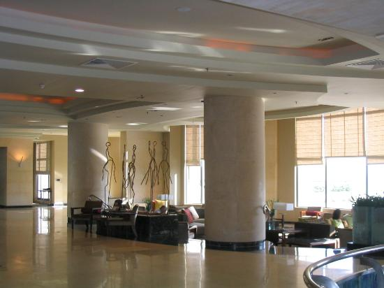 Le Meridien St. Julians: The Lobby