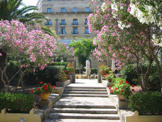 The Phoenicia Malta: hotel from garden