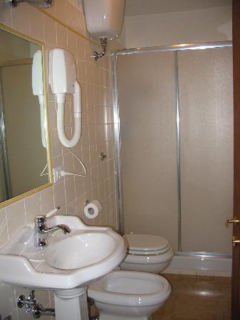 Cimabue 9: a spotless bathroom