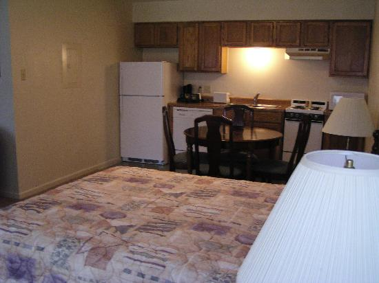 Econo Lodge Inn by the Bay : Double with kitchen