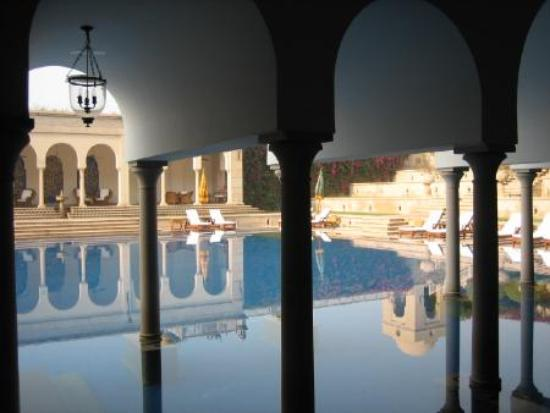 The Oberoi Amarvilas: view of the pool