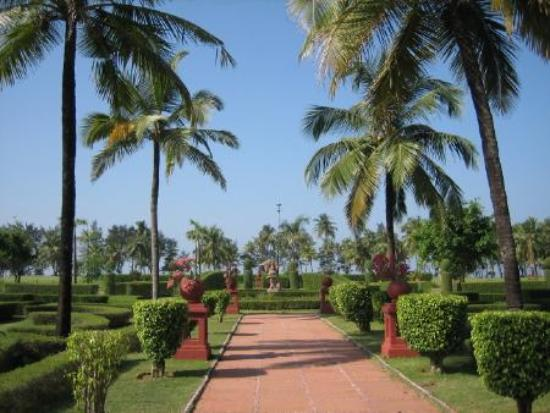The LaLiT Golf & Spa Resort Goa: walkway to the pool and beach