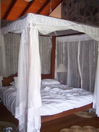 Frangipani Hotel: Our bed (we just woke up)