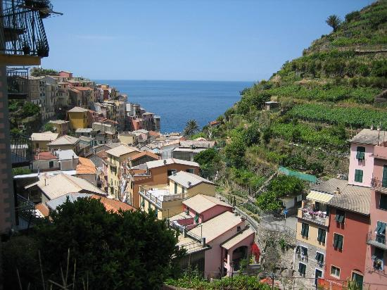 Manarola, Italie : View from nearby church below